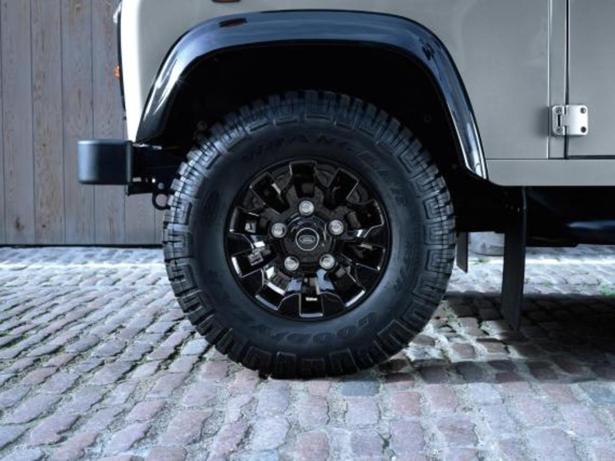 land-rover-limited-edition-defenders-13