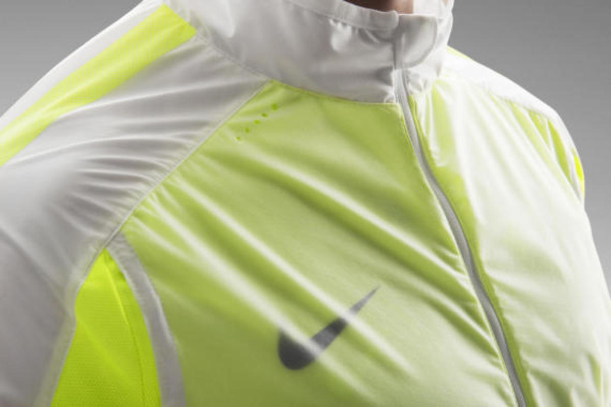 nike-revolution-training-jacket-03
