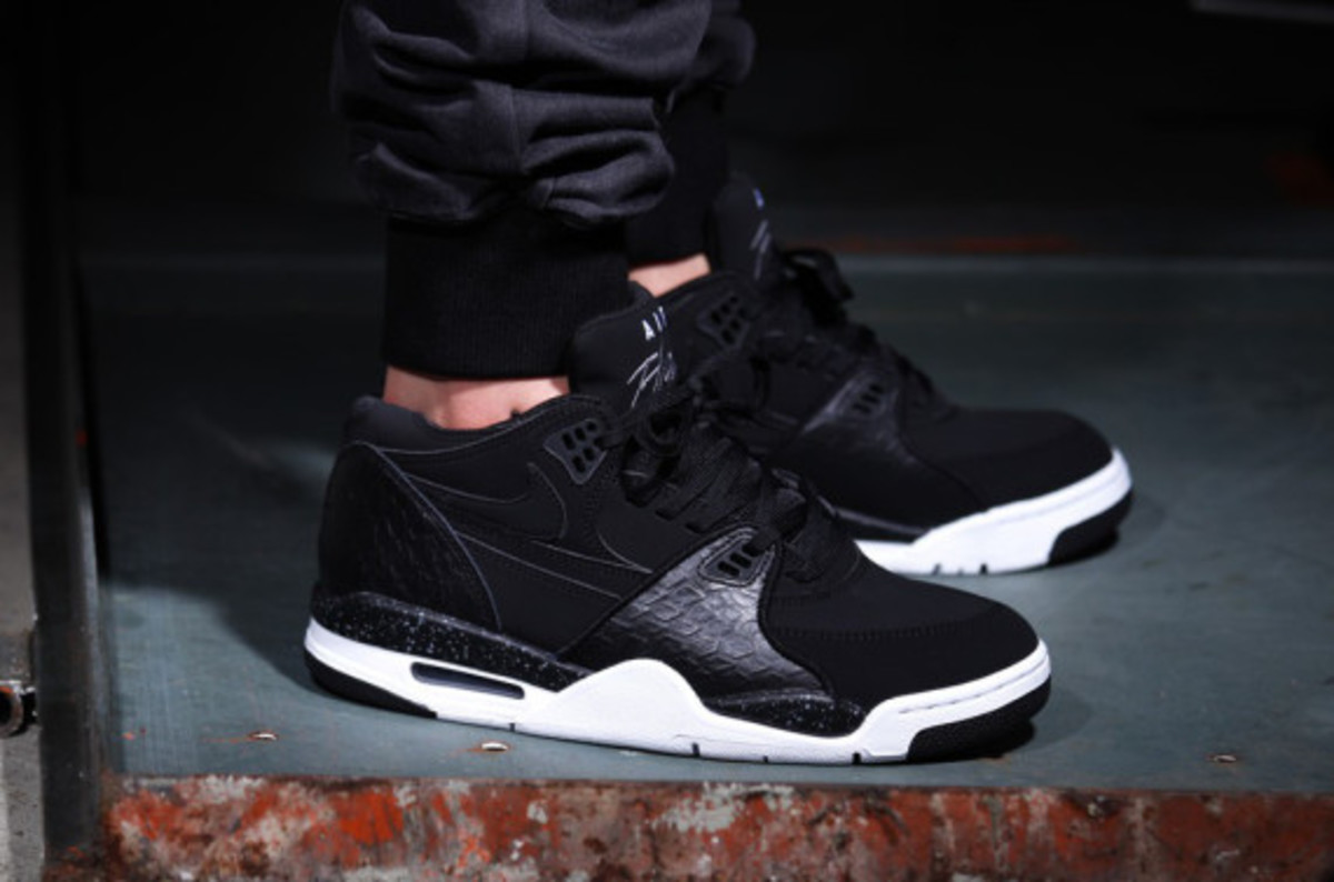 nike-air-flight-89-black-reptile-07