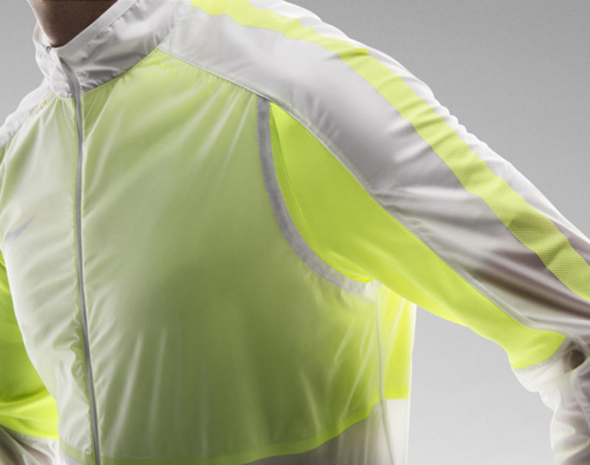 nike-revolution-training-jacket-01