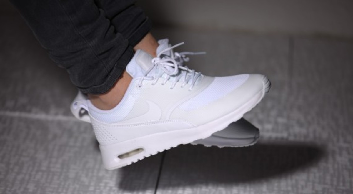 nike-wmns-air-max-thea-all-white-09