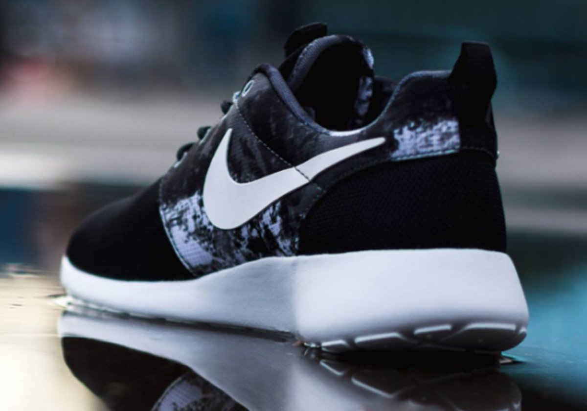 nike-wmns-roshe-run-paint-blot-03