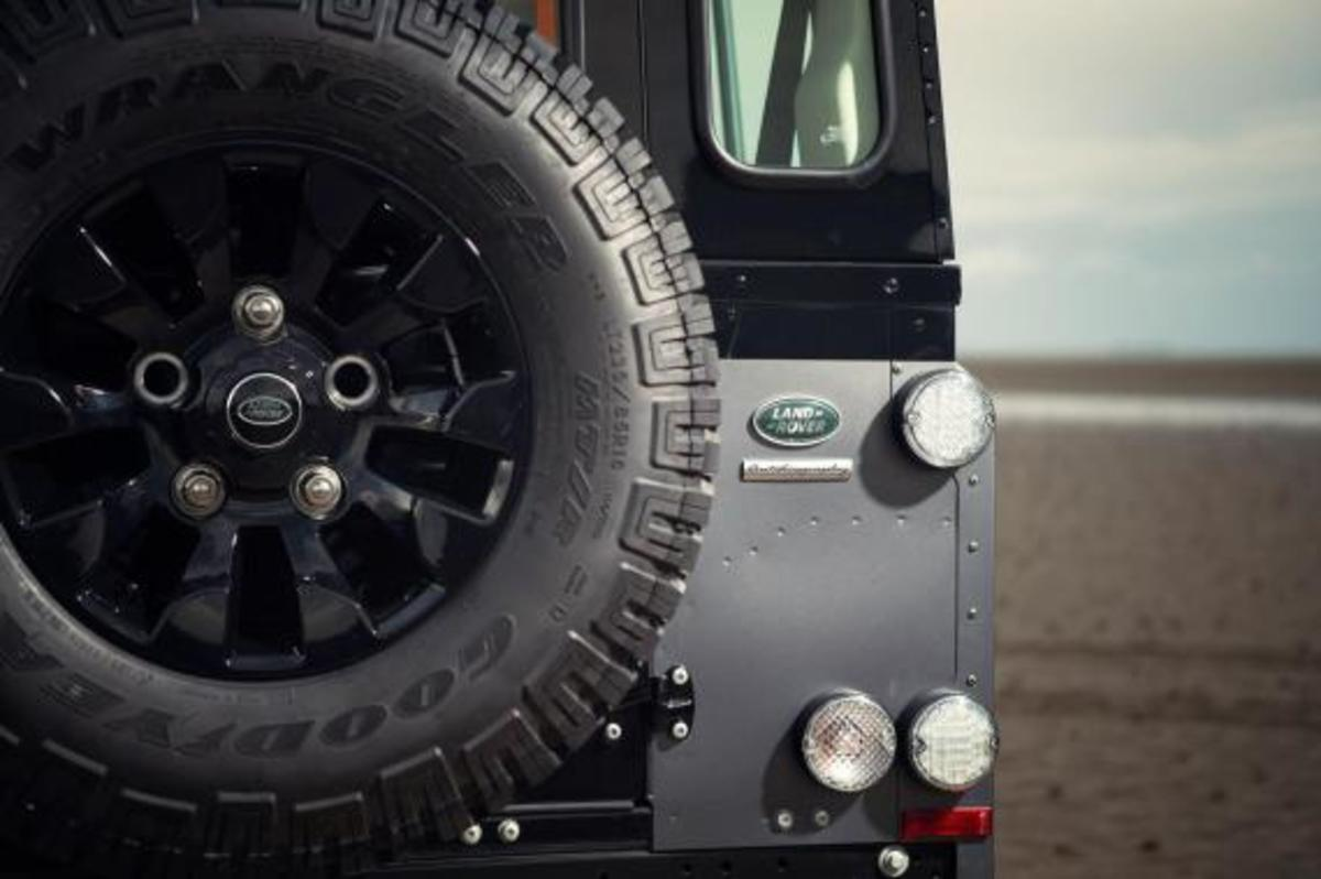 land-rover-limited-edition-defenders-15