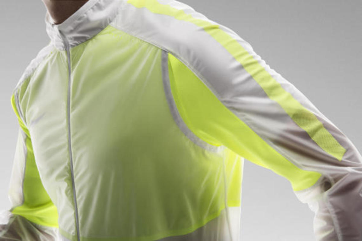 nike-revolution-training-jacket-04