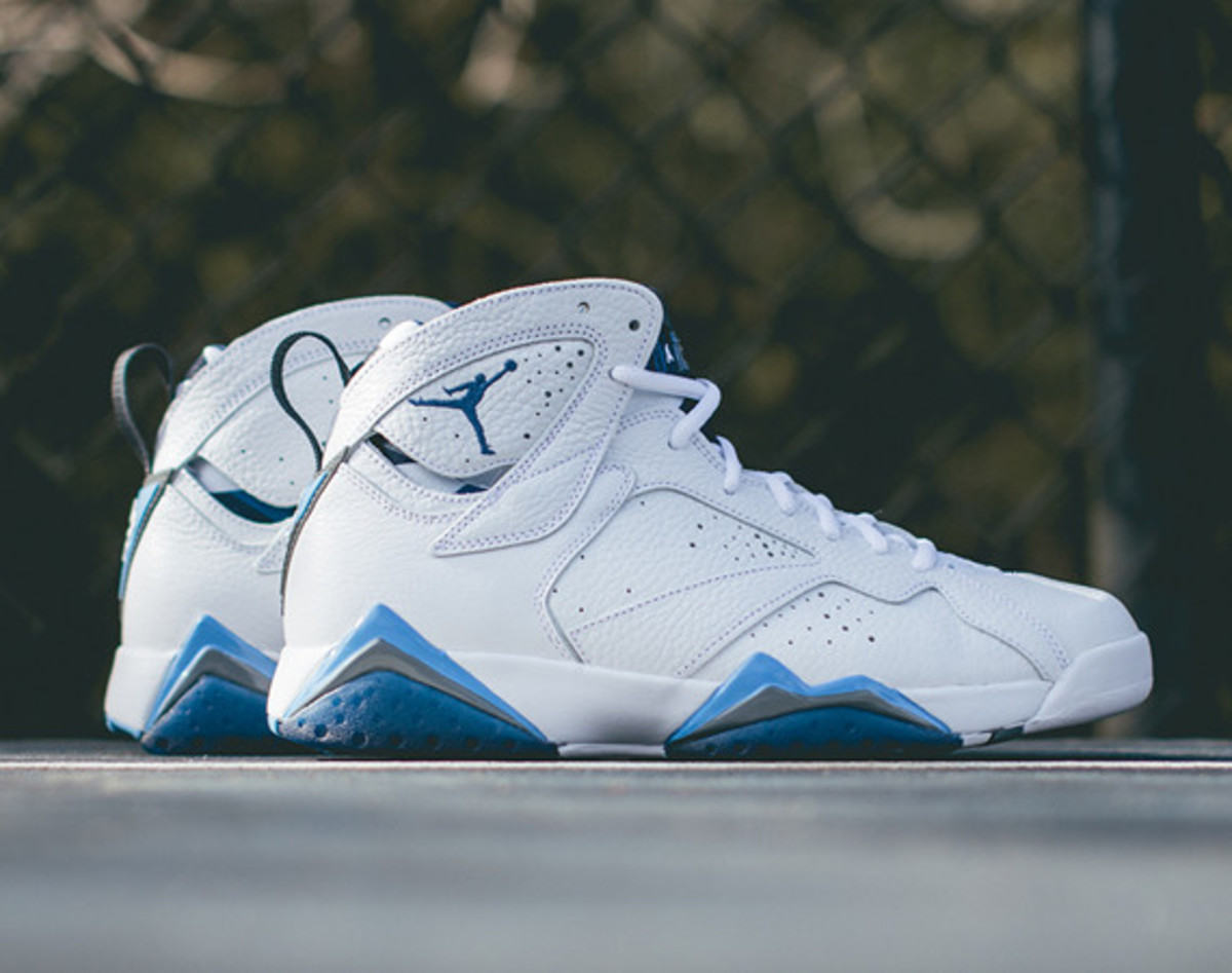 air-jordan-7-retro-french-blue-closer-look-01