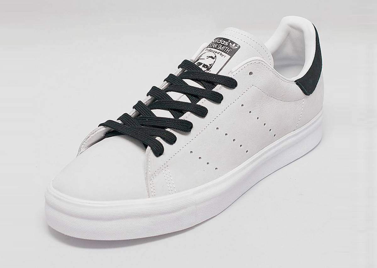 adidas-originals-stan-smith-vulc-white-black-01