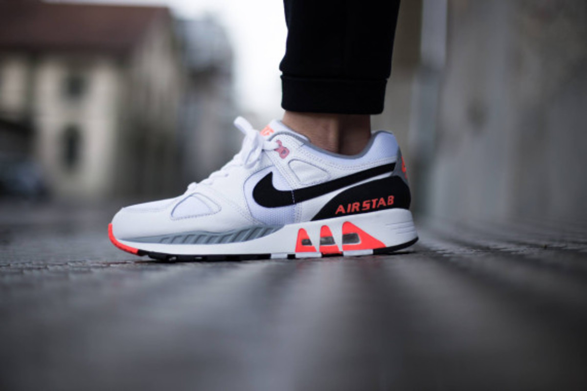 nike-air-stab-hot-lava-02