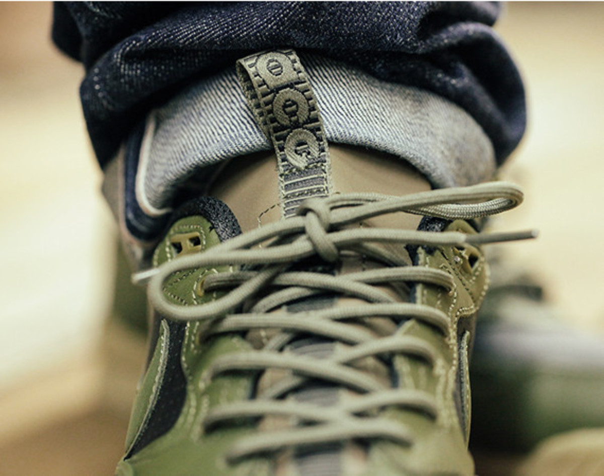 nike-air-wildwood-le-prm-black-olive-01