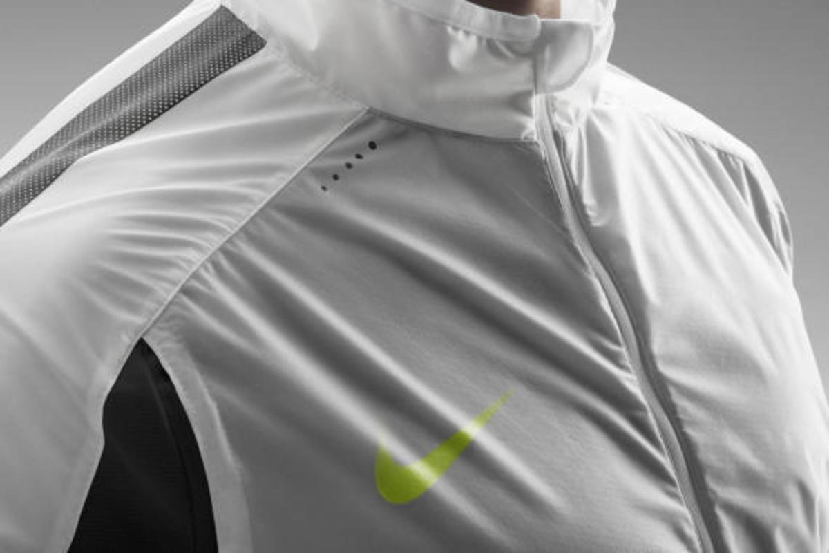 nike-revolution-training-jacket-05