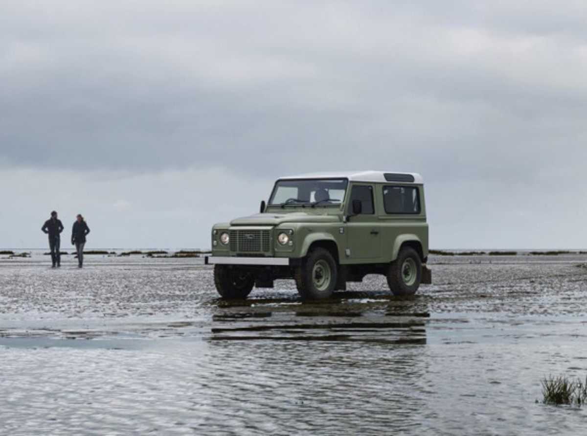 land-rover-limited-edition-defenders-02