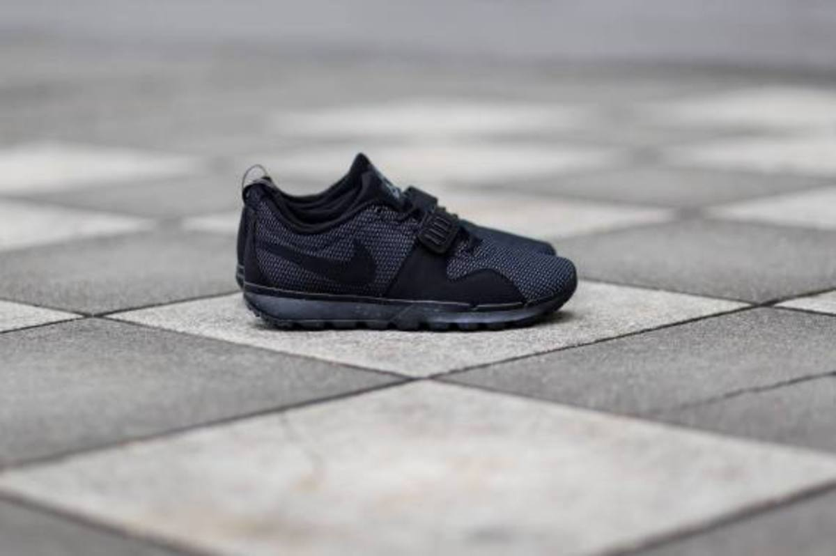 nike-sb-trainerendor-black-dark-grey-04