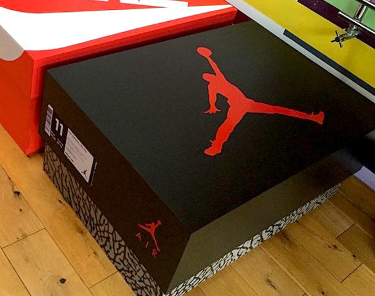 giant-jordan-inspired-sneaker-storage-box-00