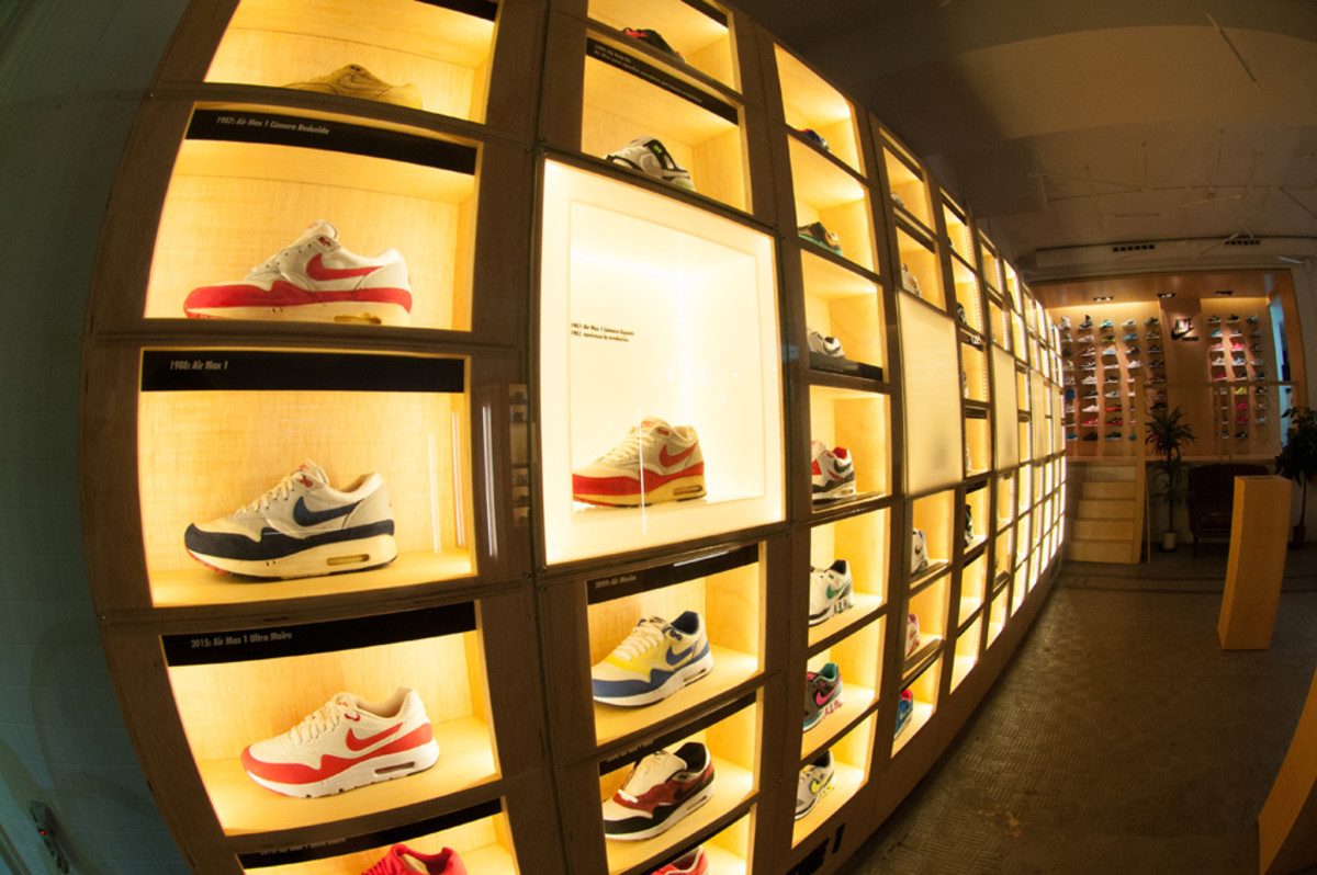 the-worlds-largest-air-max-wall-14