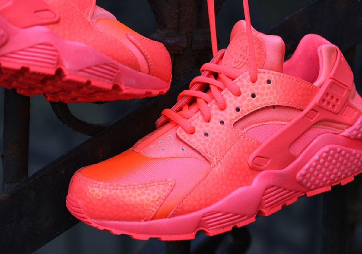 nike-wmns-air-huarache-run-hot-lava-03