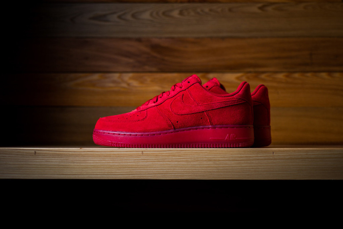 nike-air-force-1-07-lv8-gym-red-00