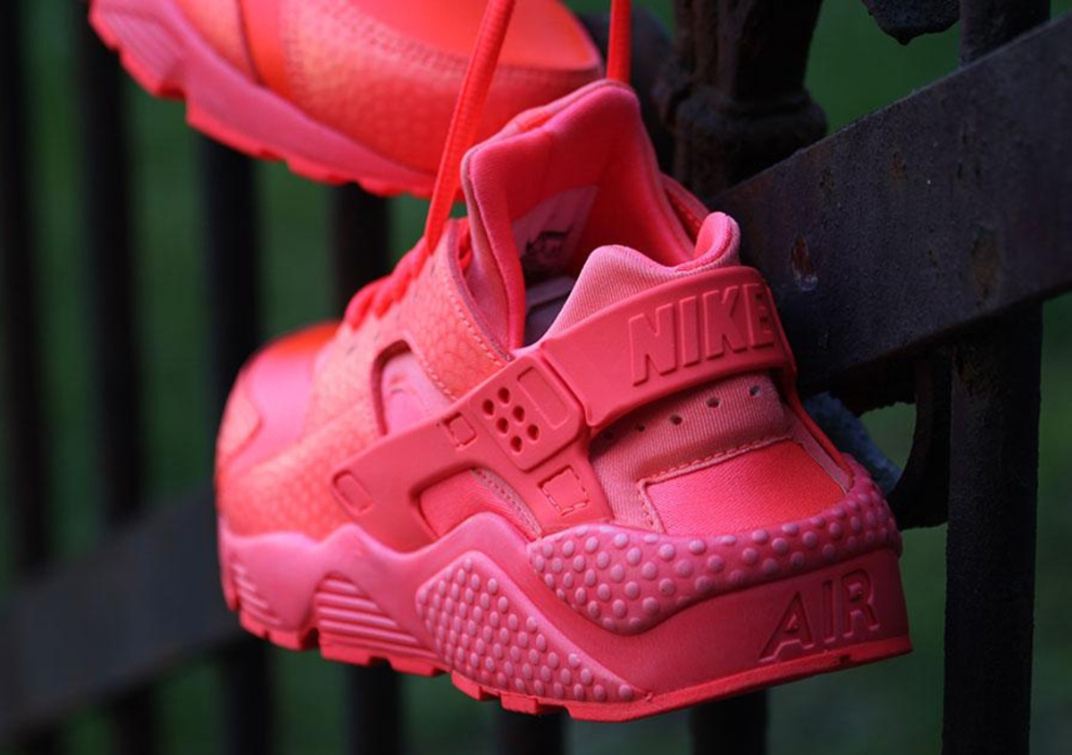 nike-wmns-air-huarache-run-hot-lava-04