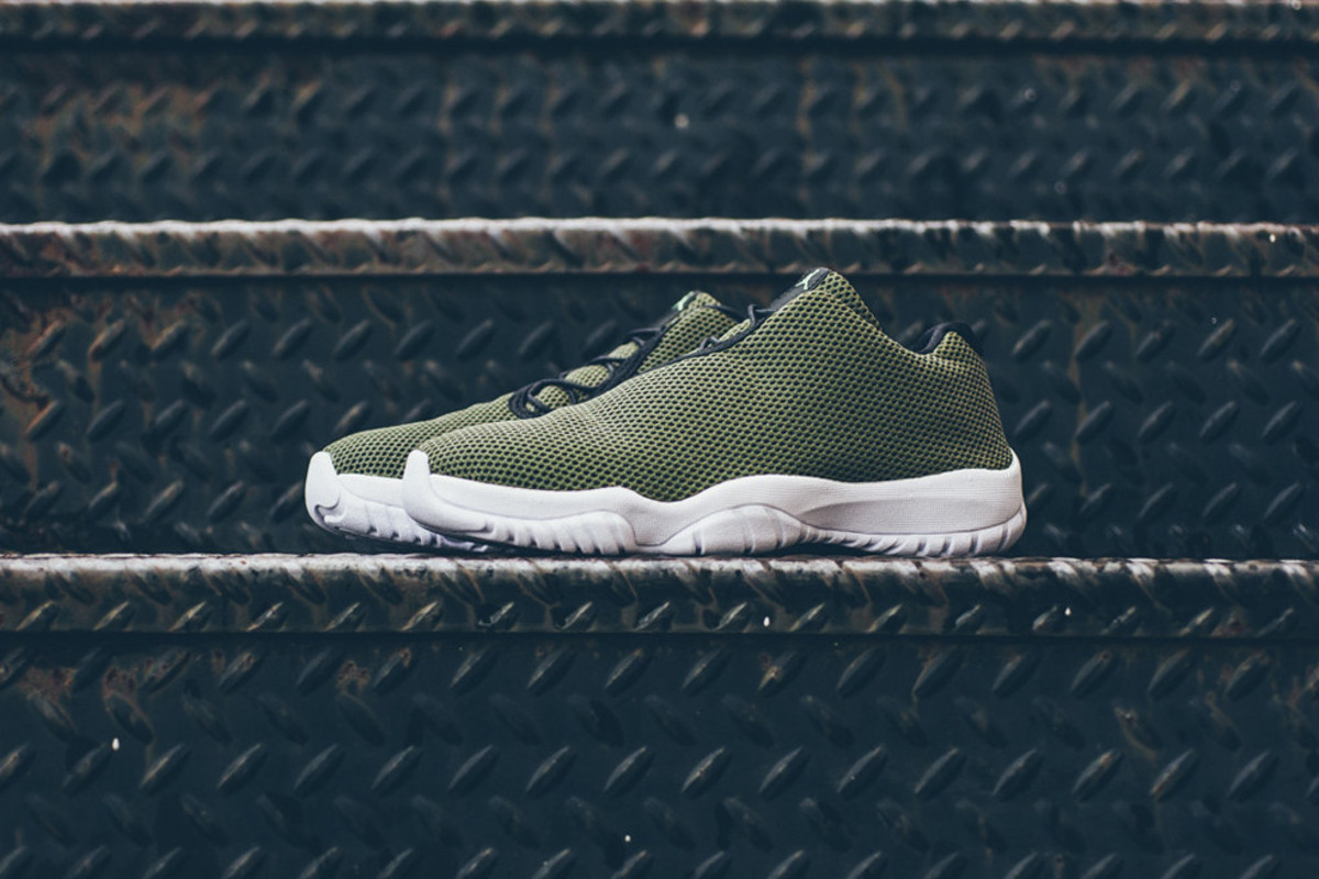 air jordan future low khaki