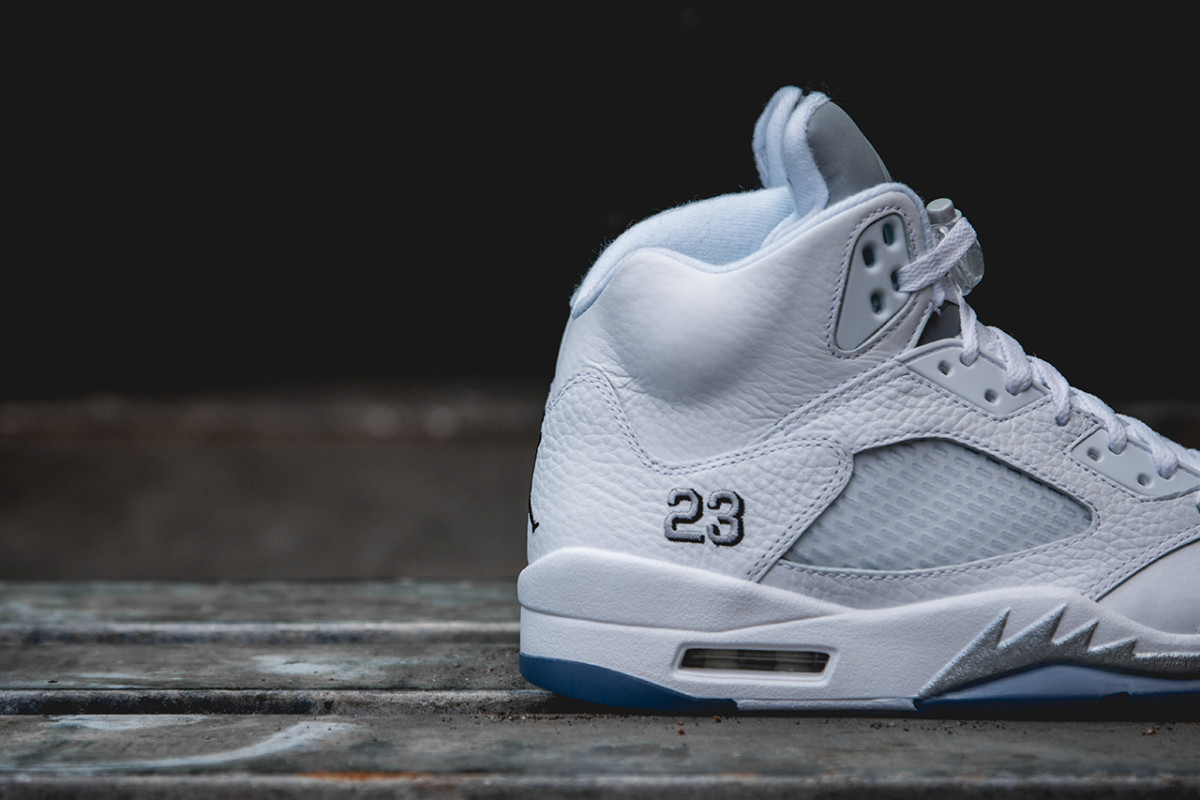 air-jordan-5-retro-white-metallic-silver-01