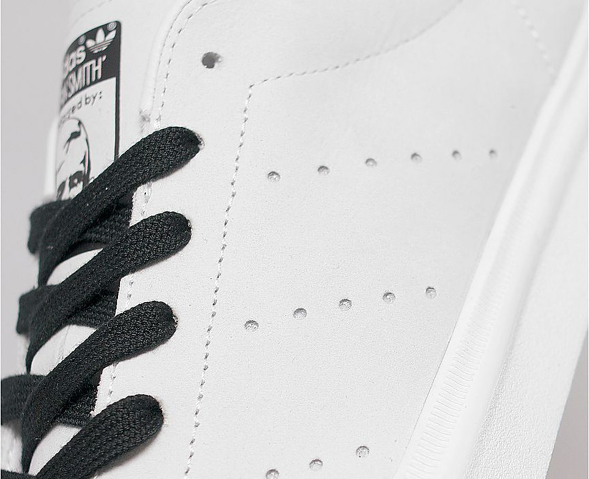 adidas-originals-stan-smith-vulc-white-black-05