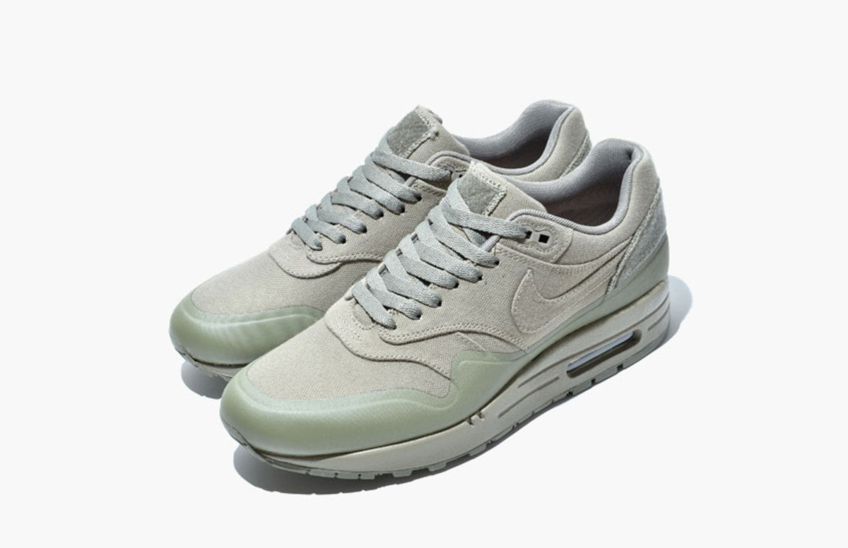 nike-air-max-1-v-sp-monotone-pack-02