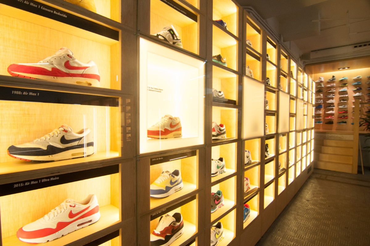 the-worlds-largest-air-max-wall-02