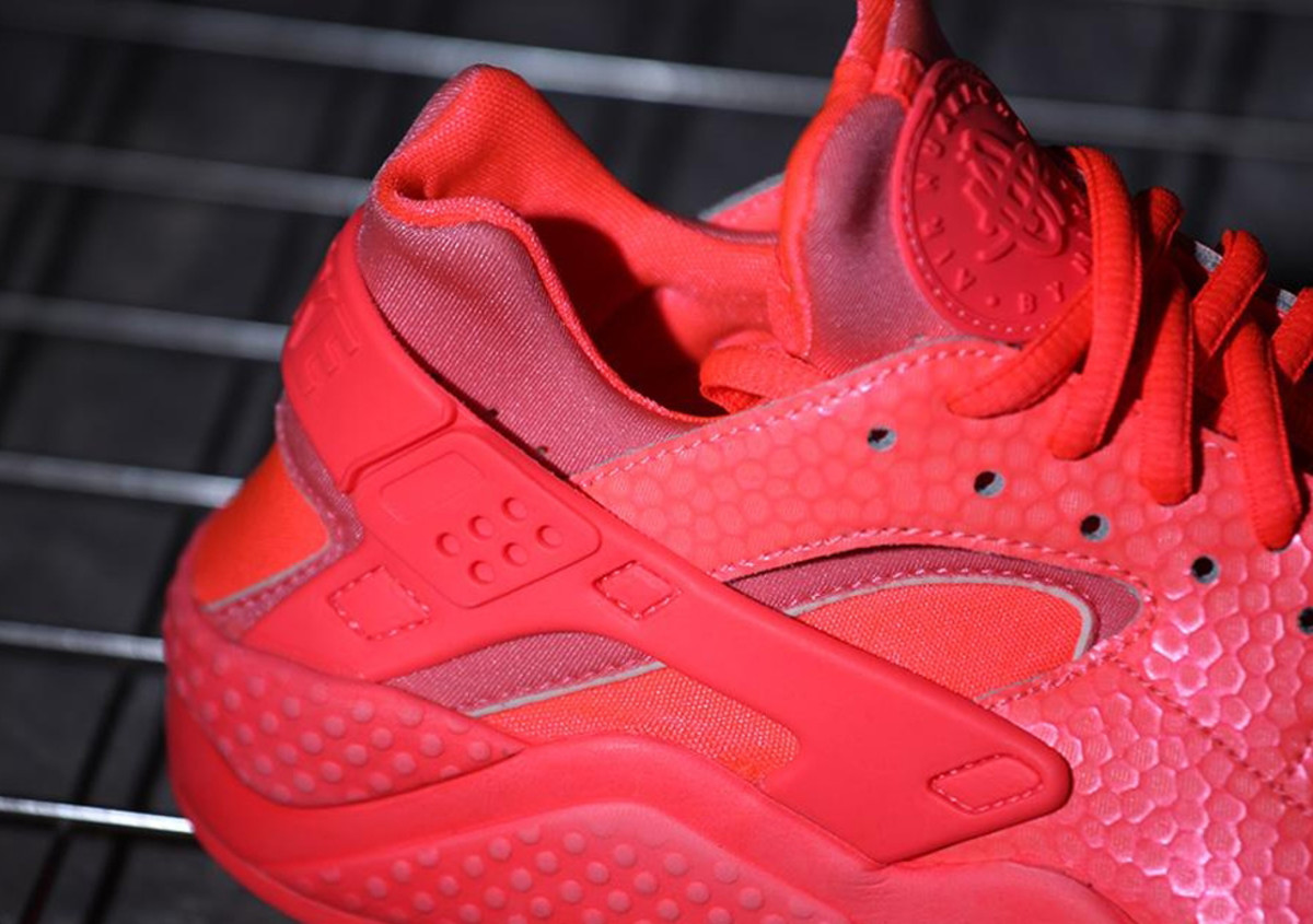 nike-wmns-air-huarache-run-hot-lava-02