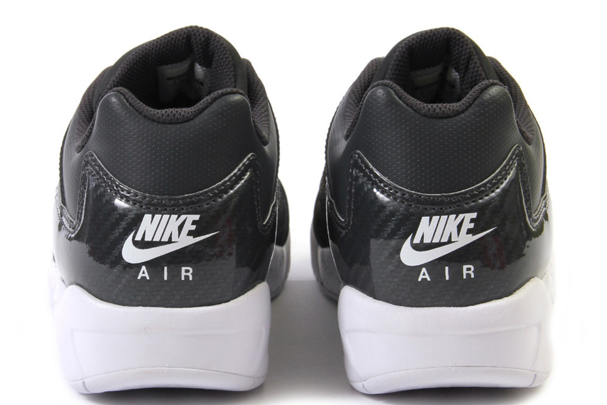 nike-air-tech-challenge-iv-low-anthracite-white-03