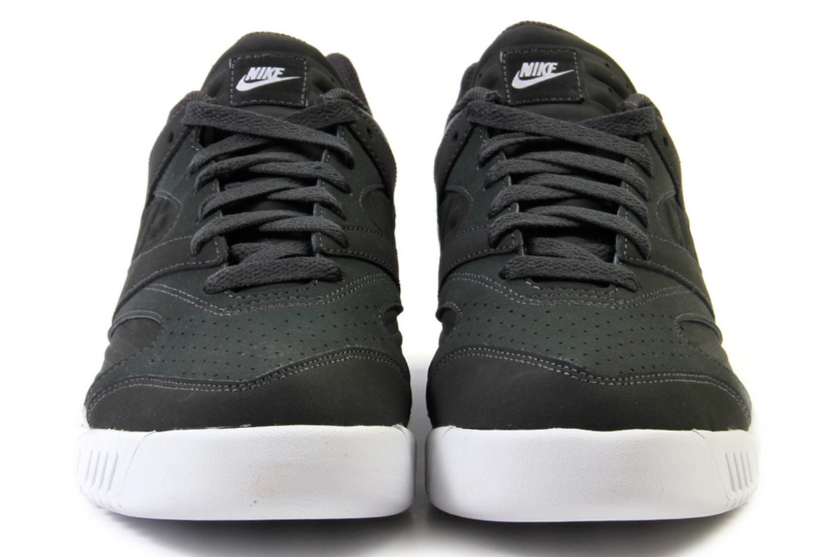 nike-air-tech-challenge-iv-low-anthracite-white-02