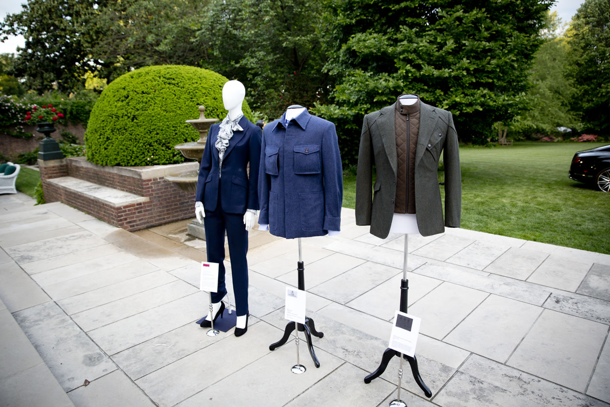 bentley-presents-intelligent-details-the-bespoke-driving-jacket-02
