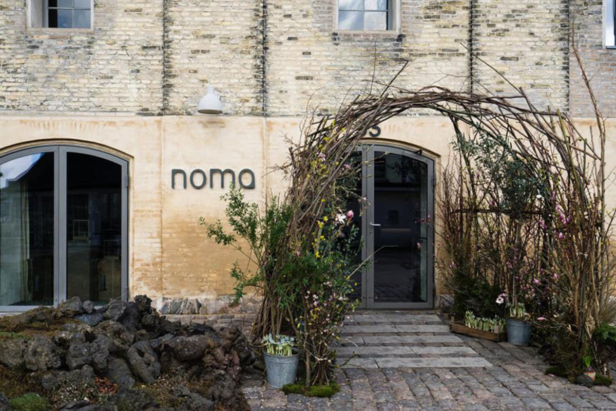 club-monaco-at-noma-pop-up-shop-12