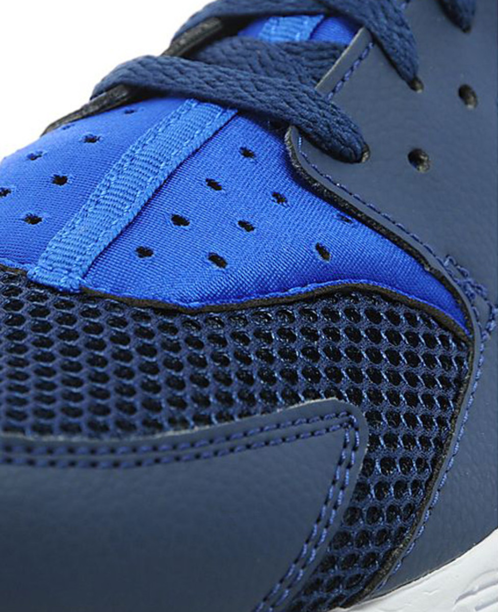 nike-air-huarache-two-tone-blue-03