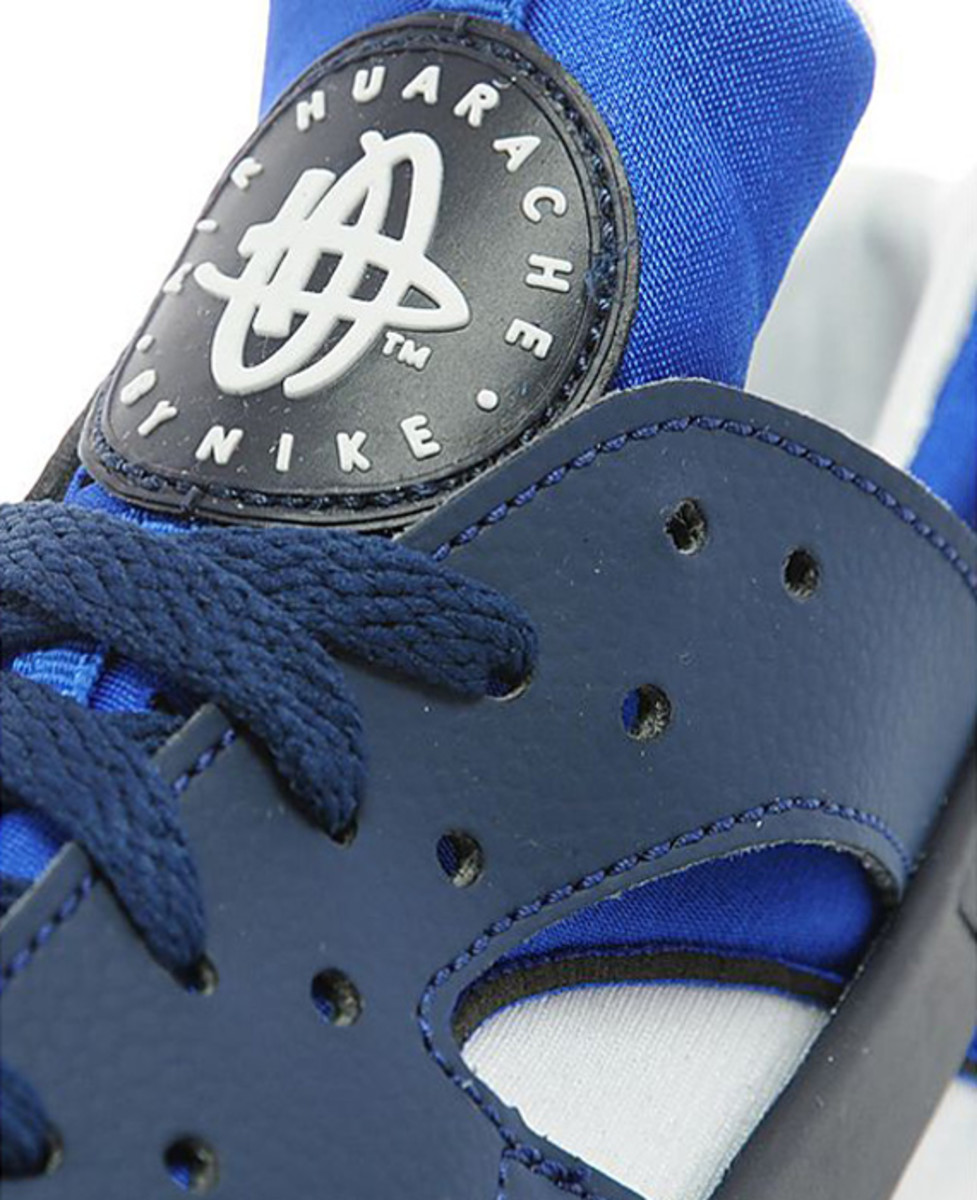 nike-air-huarache-two-tone-blue-02