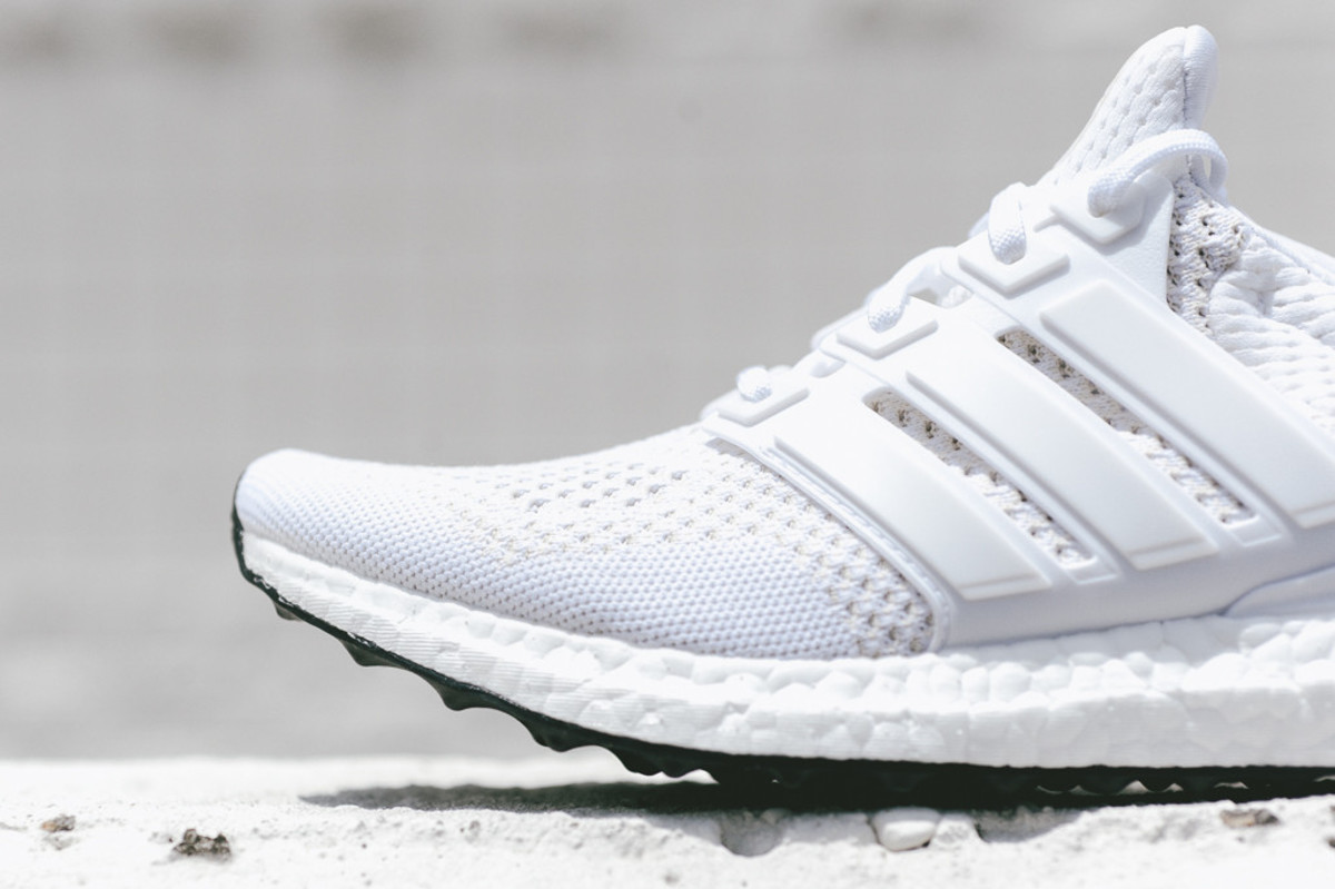 adidas-ultra-boost-all-white-03