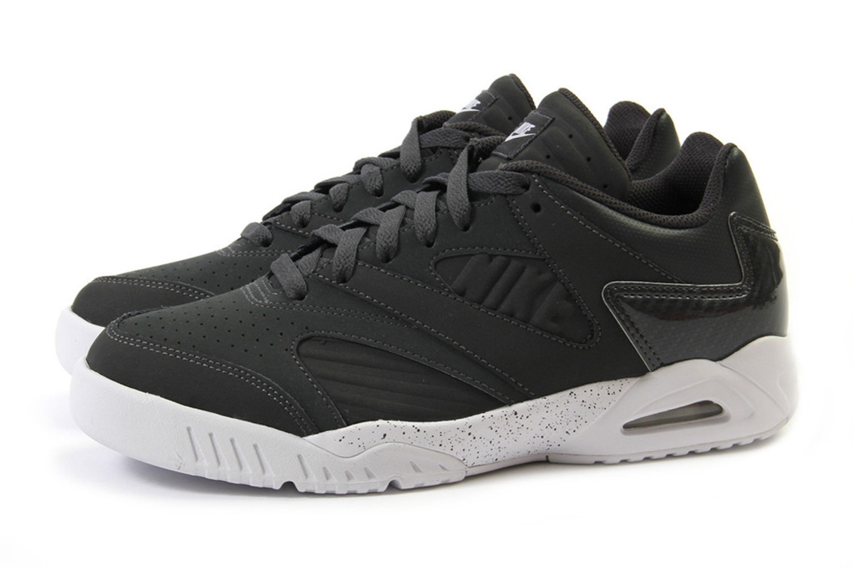 nike air tech challenge iv low anthracite white freshness mag. Black Bedroom Furniture Sets. Home Design Ideas