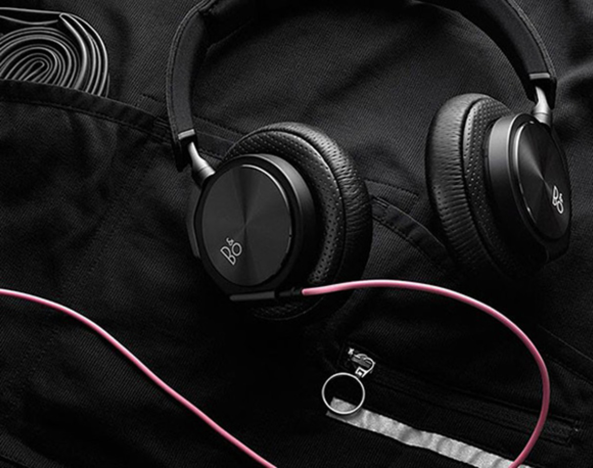rapha-bang-olufsen-sweat-proof-headphones-00