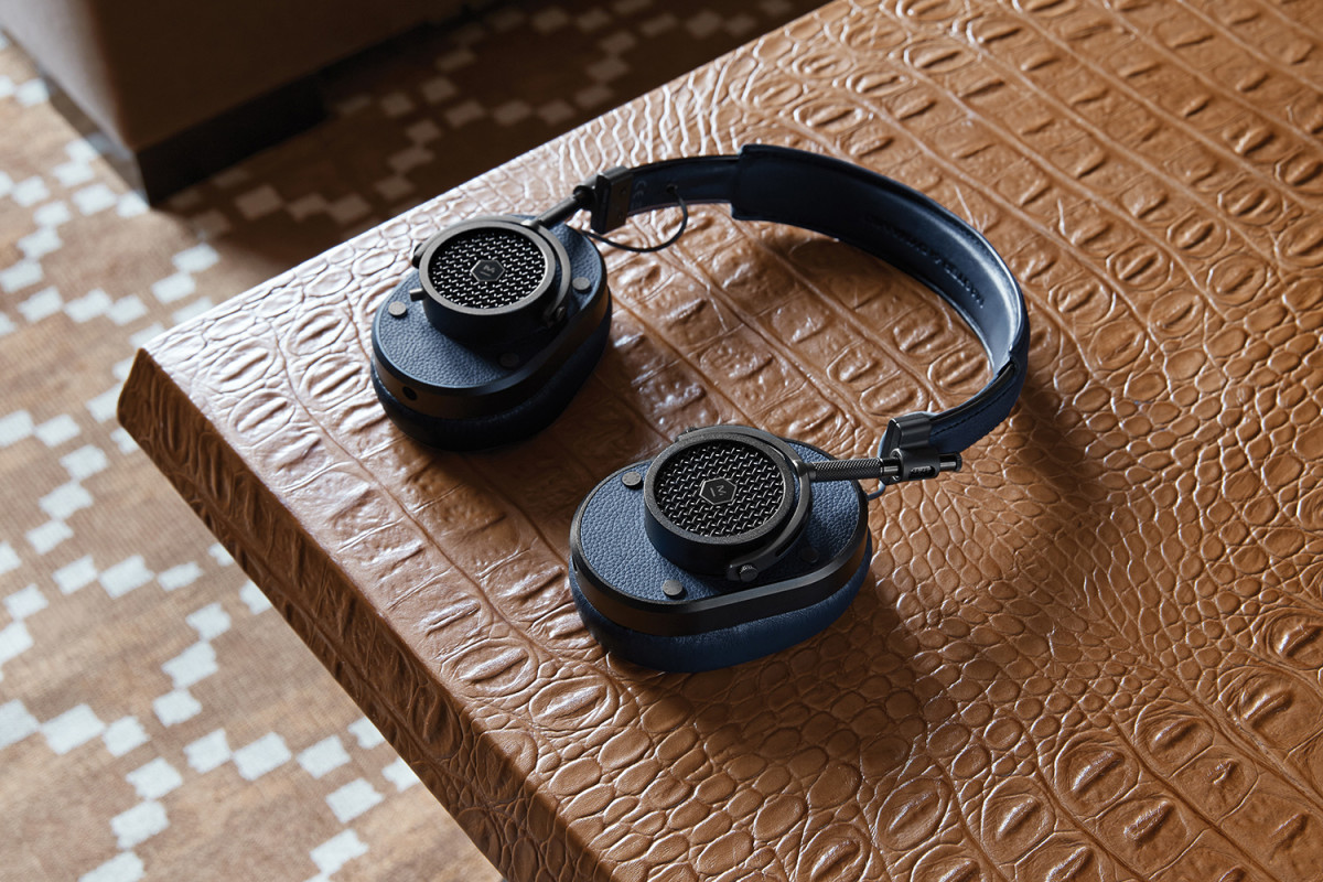 master-and-dynamics-mh40-headphones-01