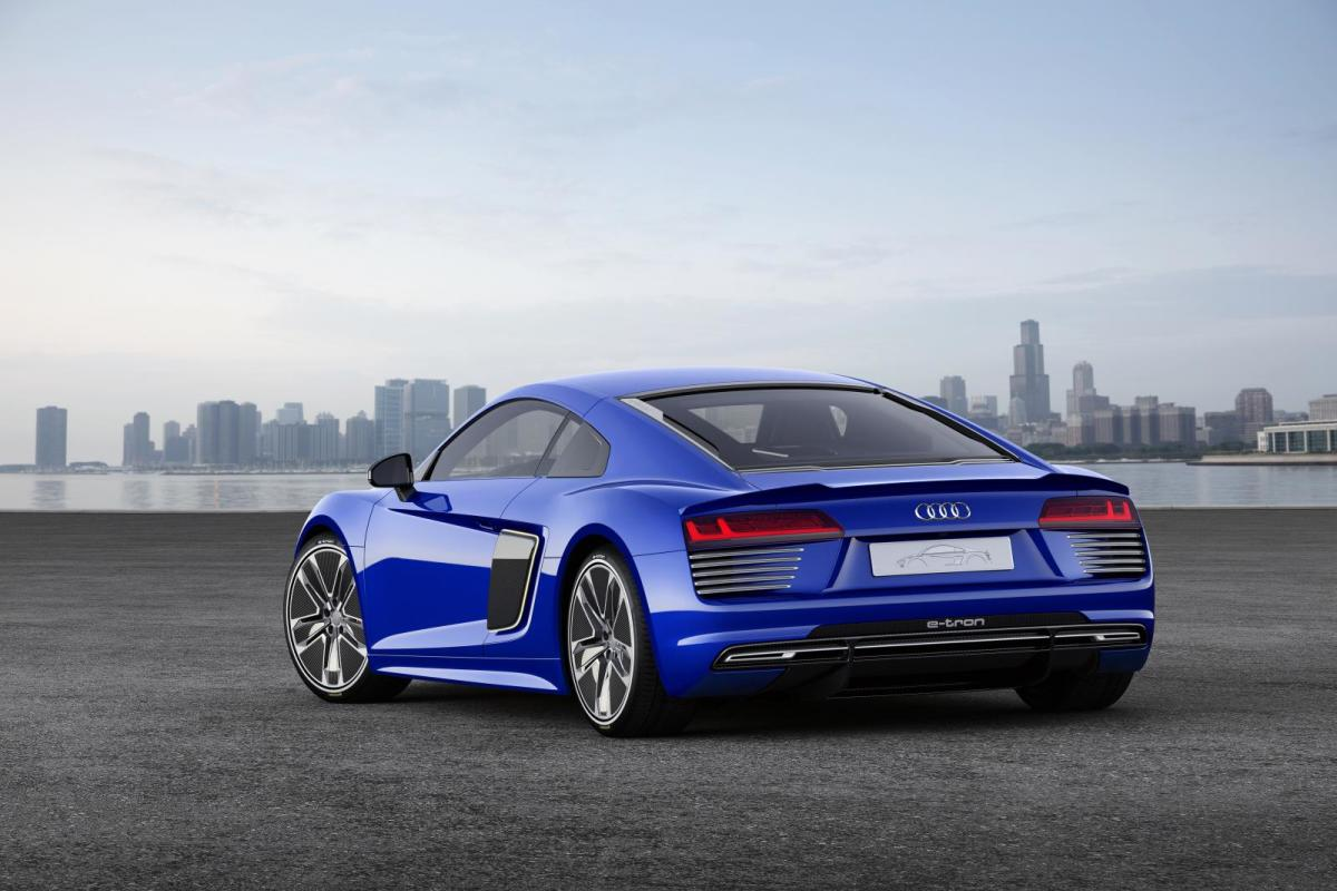 audi-r8-e-tron-piloted-driving-concept-02
