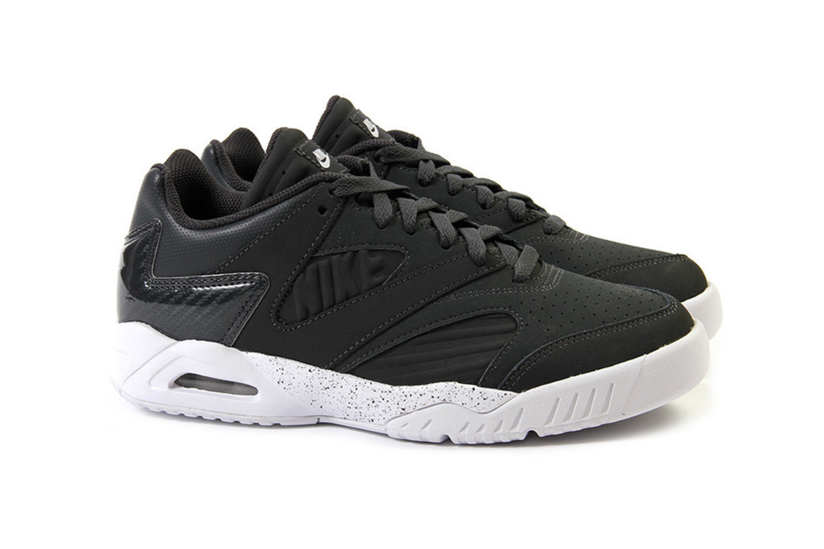 brand new 405dd baf93 Nike Air Tech Challenge IV Low – Anthracite/White - Freshness Mag