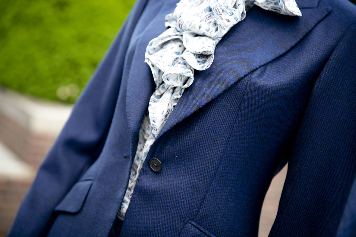 bentley-presents-intelligent-details-the-bespoke-driving-jacket-04