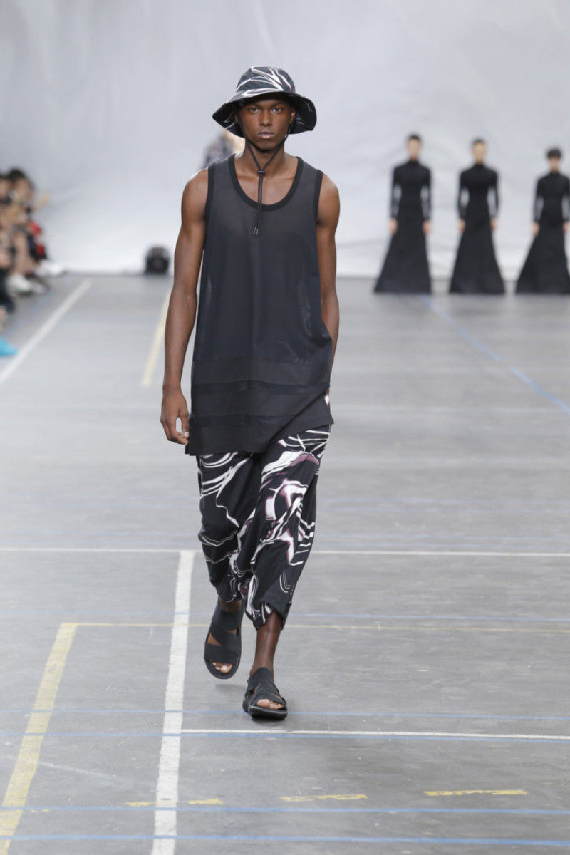 y-3-spring-summer-2016-collection-runway-show-18