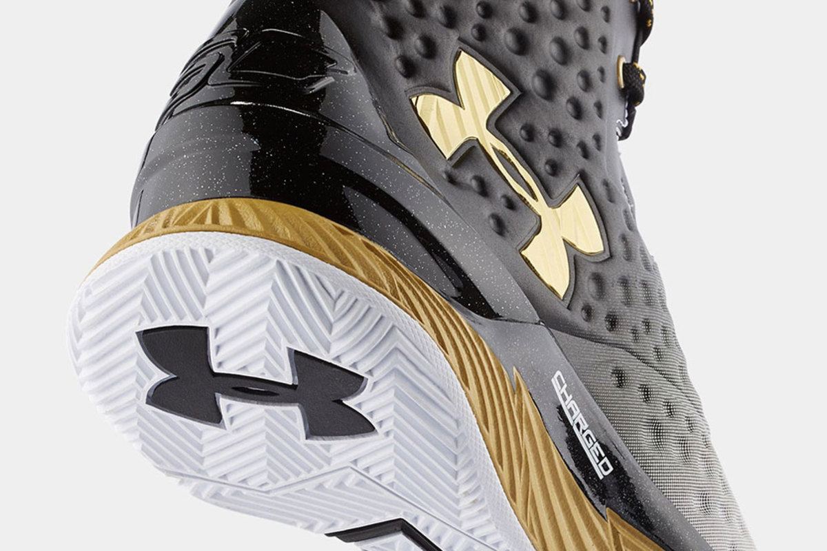under-armour-curry-one-mvp-00
