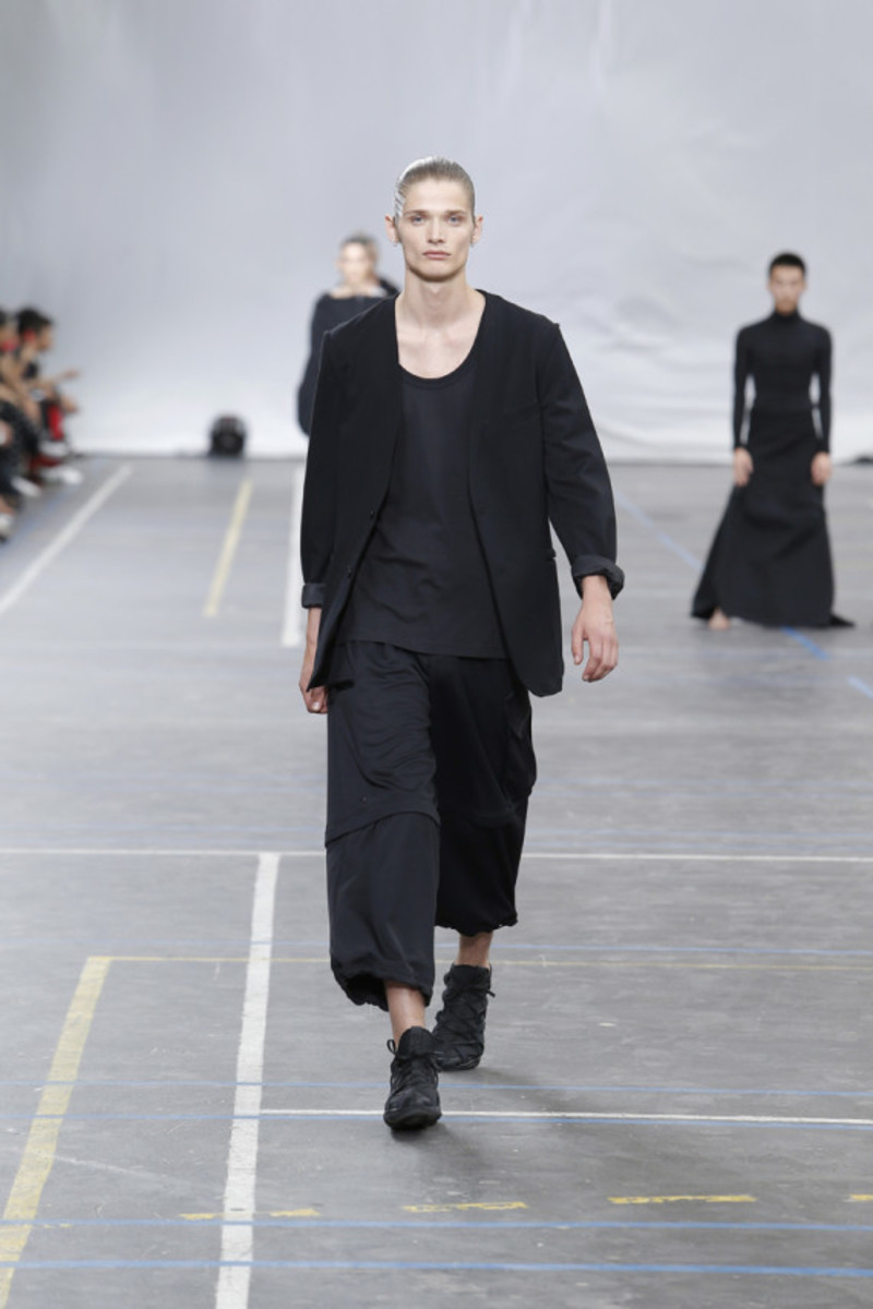 y-3-spring-summer-2016-collection-runway-show-01