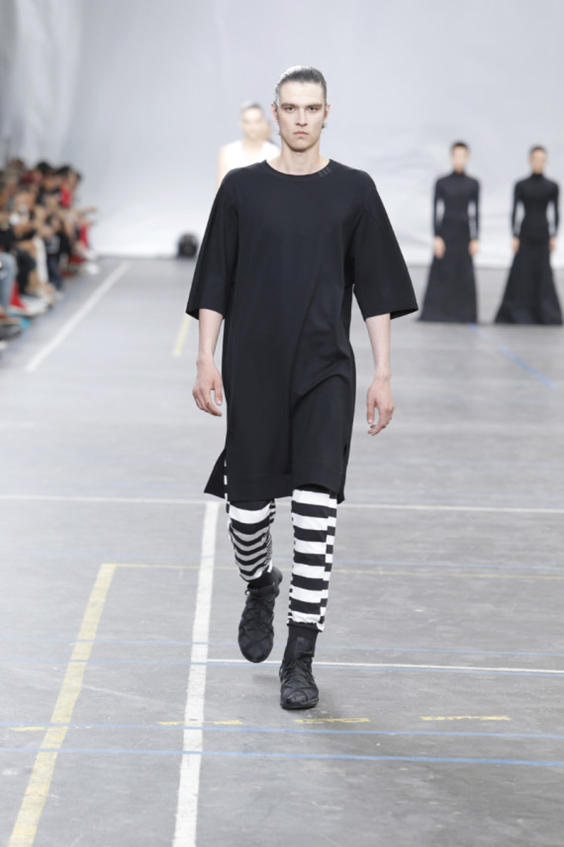 y-3-spring-summer-2016-collection-runway-show-05