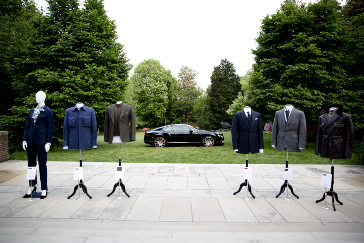 bentley-presents-intelligent-details-the-bespoke-driving-jacket-00