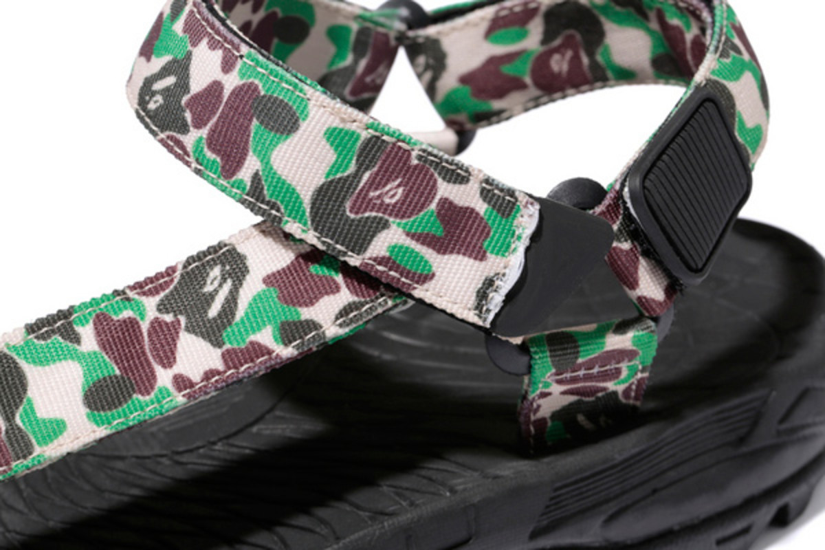 a-bathing-ape-abc-sandals-01