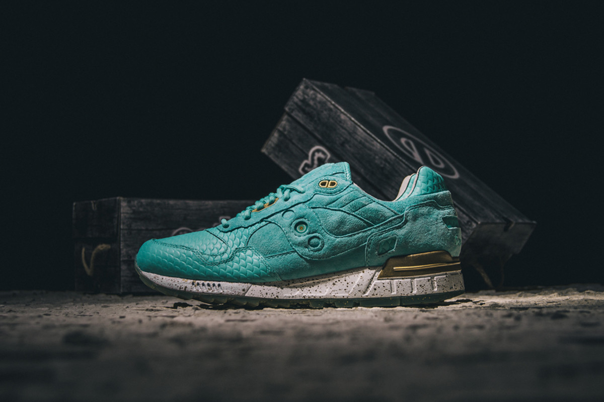 epitome-saucony-shadow-5000-righteous-one-00