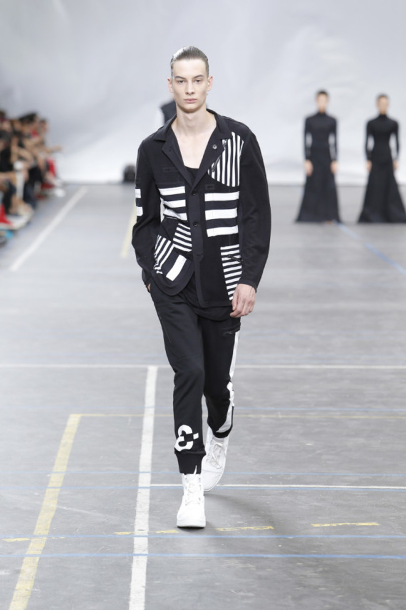 y-3-spring-summer-2016-collection-runway-show-08