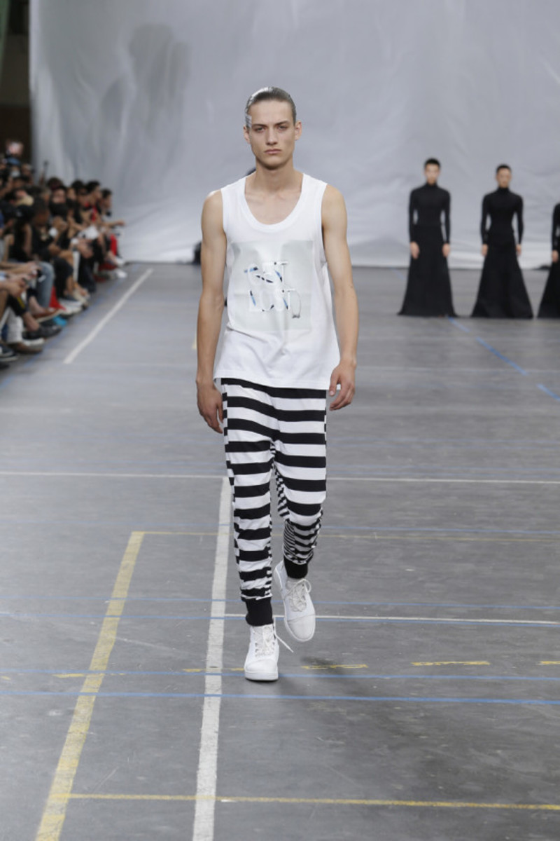 y-3-spring-summer-2016-collection-runway-show-06