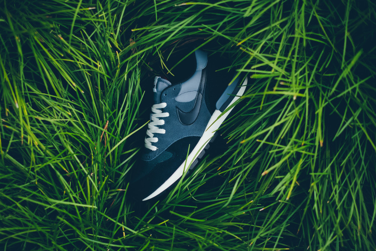nike-brings-back-the-air-epic-in-four-new-colorways-05