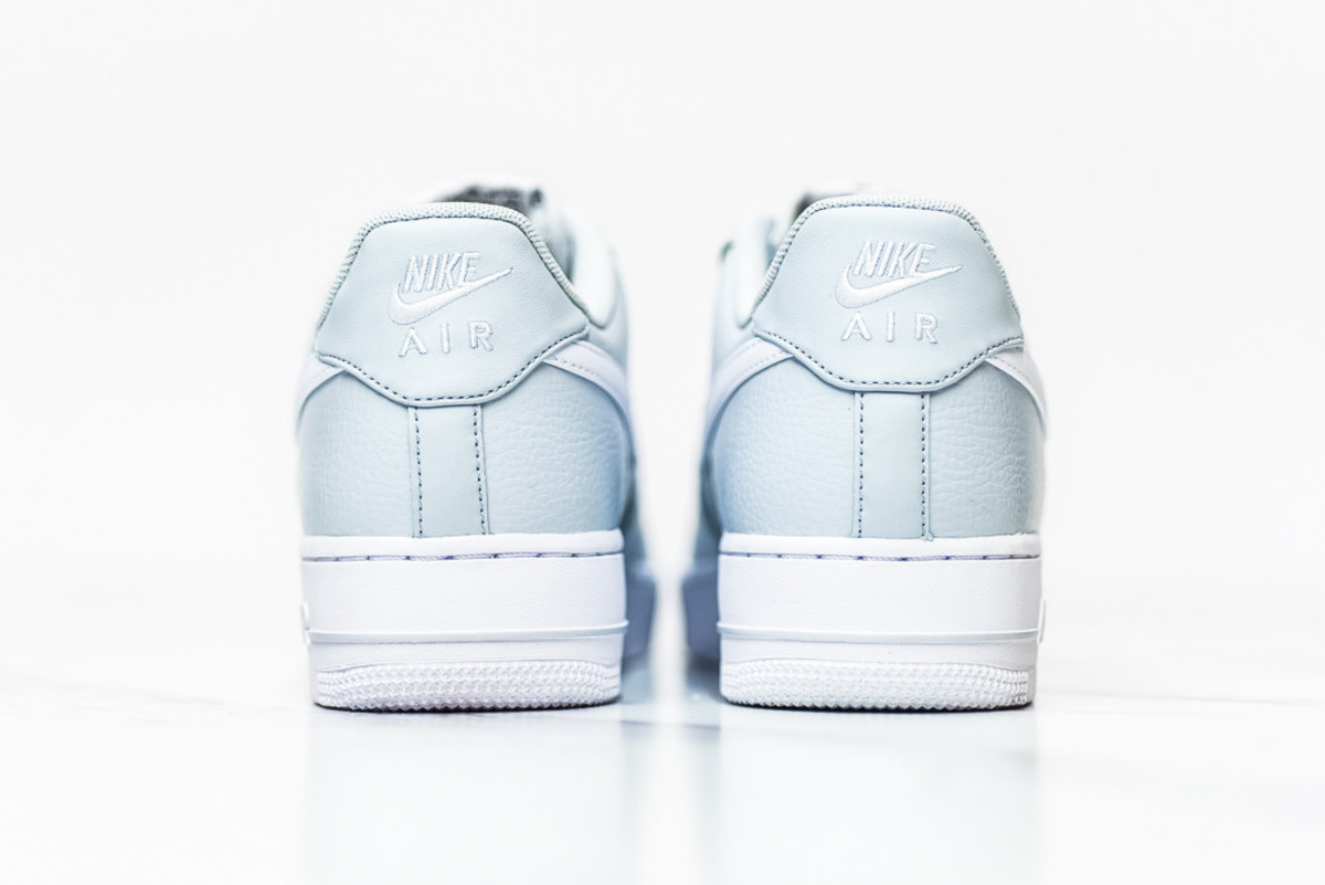 nike-air-force-1-pure-platinum-04